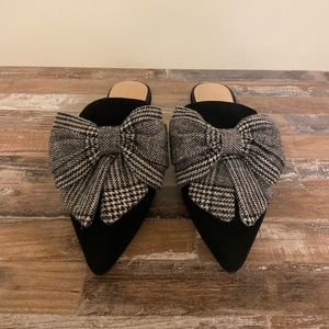 Something Navy - Bow Front Mules